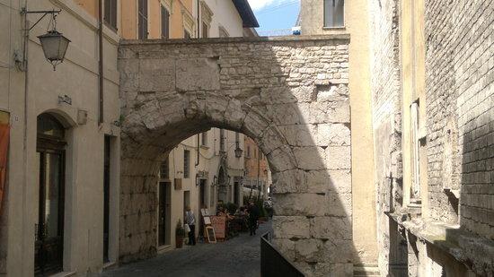 l'arco nel cuore di Spoleto
