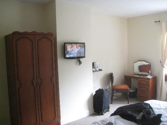 Robeen House: Spacious room