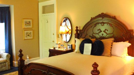 Swann House: Regent Room