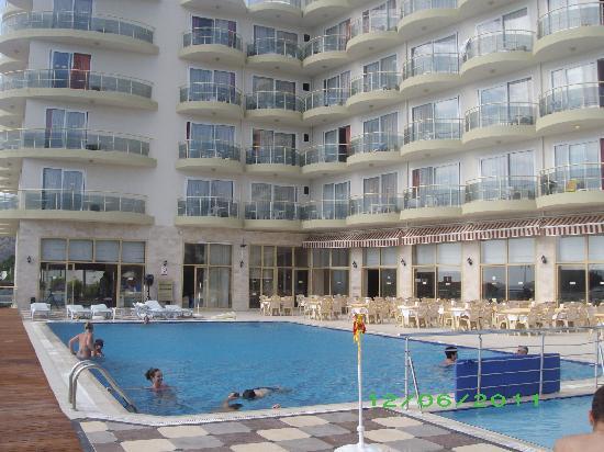 Arora Hotel: the pool