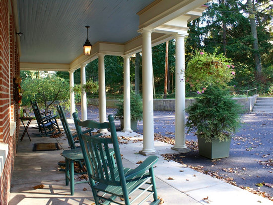 Rocky Springs Bed & Breakfast: Front Porch
