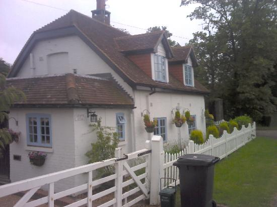 Latchetts Cottage: front from road