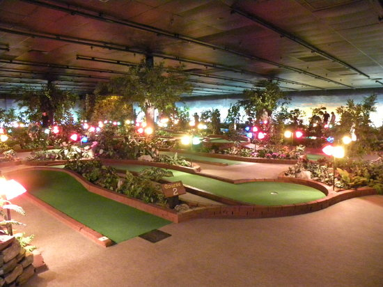 ‪Grand Country Indoor Mini Golf‬
