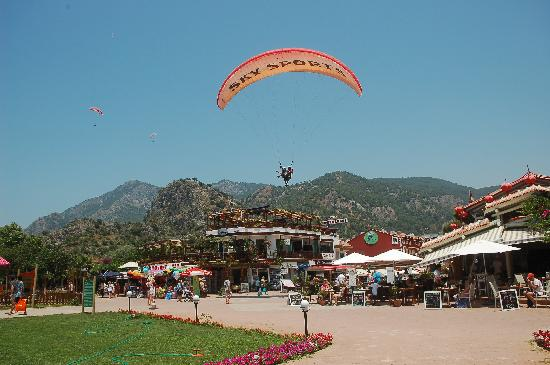 Cloud 9 : Paragliders