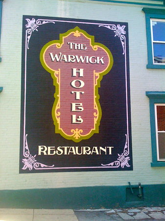 The Warwick Hotel & Restaurant: A good place to eat.