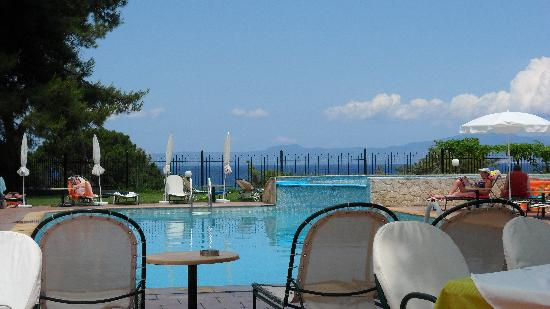 Lesse Hotel: Adults Pool area