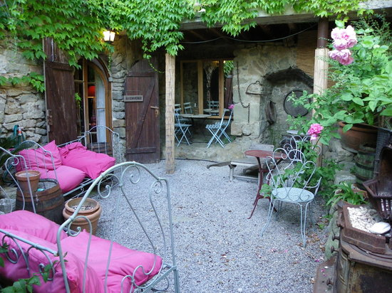 Le Roc sur l'Orbieu : Wonderful secret gardens tucked here and there, around the castle