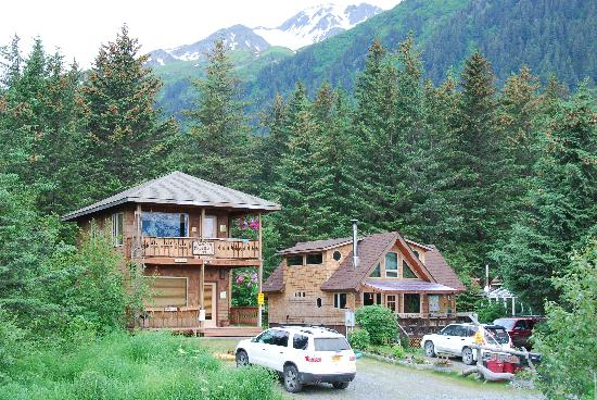 Alaska Paddle Inn: view of the house from the bay side