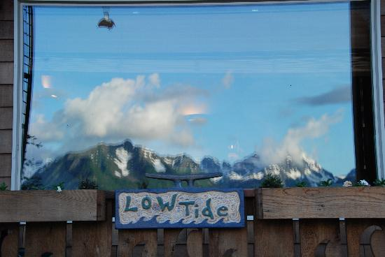 Alaska Paddle Inn: Low Tide reflections