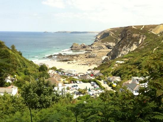 The Driftwood Spars B & B: Trevaunce Cove, St Agnes-hotel is at bottom left hand corner of photo