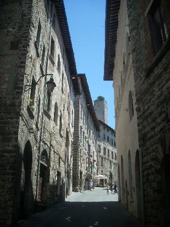 Gubbio, Italy: via dei consoli