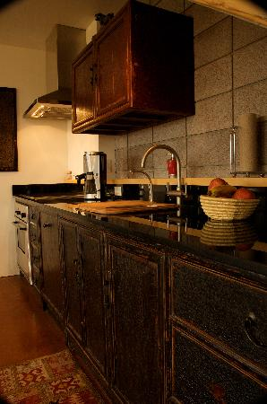 La Luz Desert Retreat: Kitchen