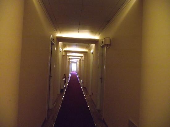 Hotel Semifonte: Couloir d'accès aux chambres