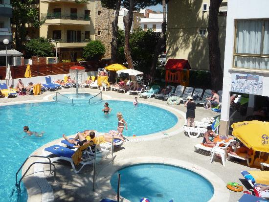 Hotel GHT Costa Brava: Hotel pool