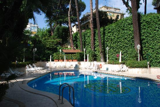 Aldrovandi Villa Borghese: Outdoor pool