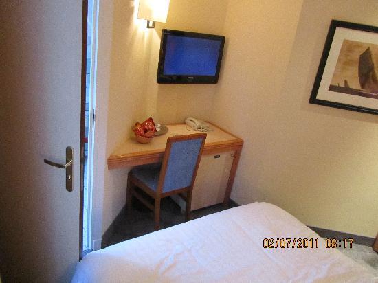 De L'Ocean Hotel: room