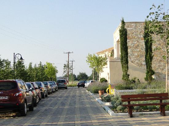 Mediterranean Village Hotel & Spa: Parking