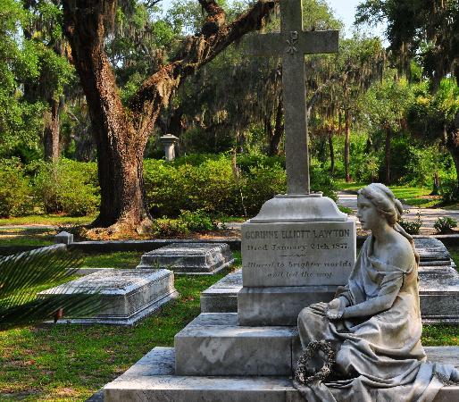 Bonaventure Cemetery: statute