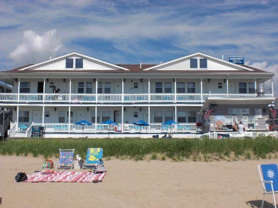 Normandie Oceanfront Motor Inn: The Normandie from the beach