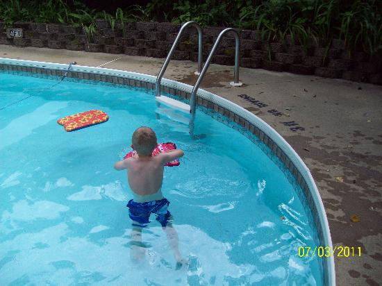 Parkview Lodge & Cabins: Fun at the pool