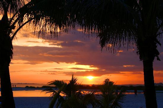 أوتريجر بيتش ريزورت: Sunset