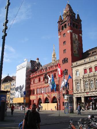 Basel, Schweiz: 市役所(現在外部のみ改修中)