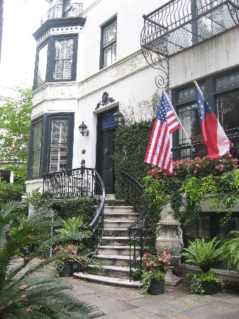 ‪سافانا, جورجيا: Just one of the dozens of historic homes in Savannah.‬