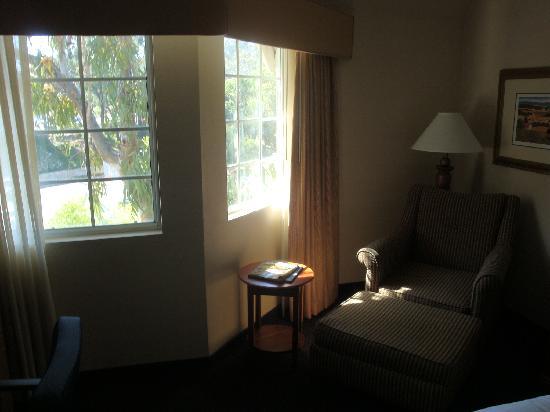 Hilton San Diego/Del Mar: sitting area