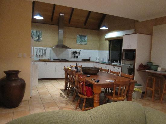 Whalers Cove Villas: Huge Kitchen!