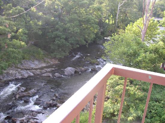 Creekstone Inn: View upriver from balcony