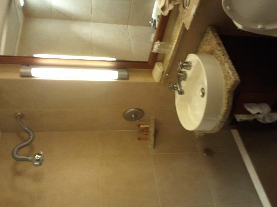Kellogg Hotel And Conference Center: Bathroom