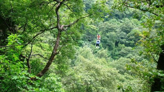 Hotel Reserva Natural Atitlán: At the canopy lines