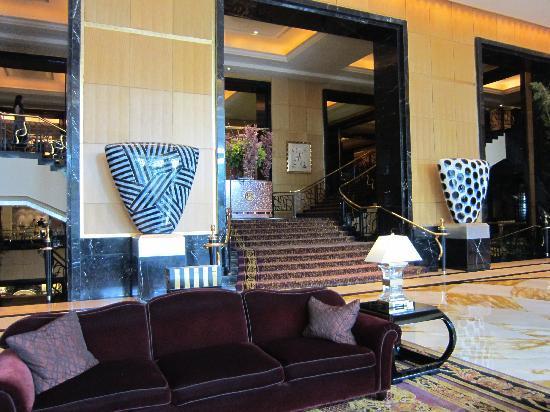 Hotel Mulia Senayan, Jakarta: Hotel lobby