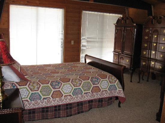 Boulder Creek Resort: Main bedroom (with bathroom)