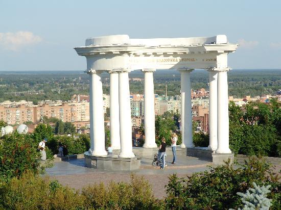 Poltava, Oekraïne: ポルタヴァの街を一望できる丘