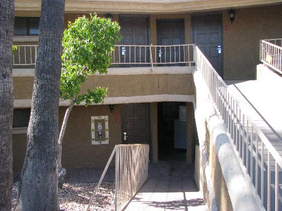 BEST WESTERN Rancho Grande: Ramps leading to the rooms