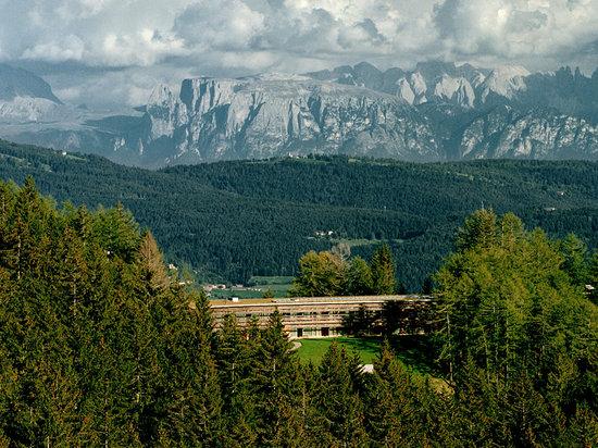 https://www.tripadvisor.com/Hotel_Review-g608931-d288372-Reviews-Vigilius_Mountain_Resort-Lana_Province_of_South_Tyrol_Trentino_Alto_Adige.html