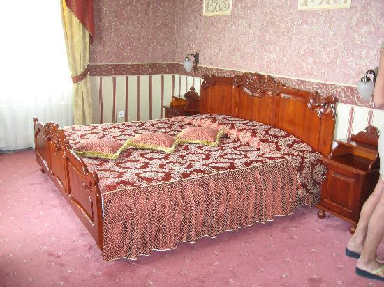 Anna Palace Hotel : Letto della suite