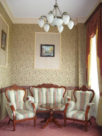 Anna Palace Hotel : Salottino della suite