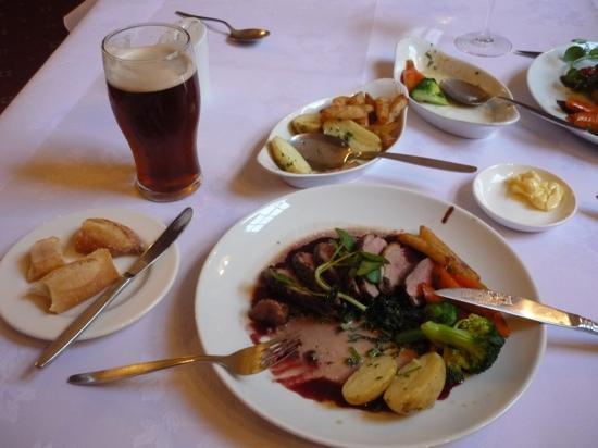 Hickman Hill Hotel: Duck and Ale - Yum!