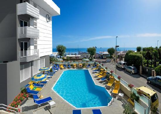 Club Hotel Riccione: Piscina