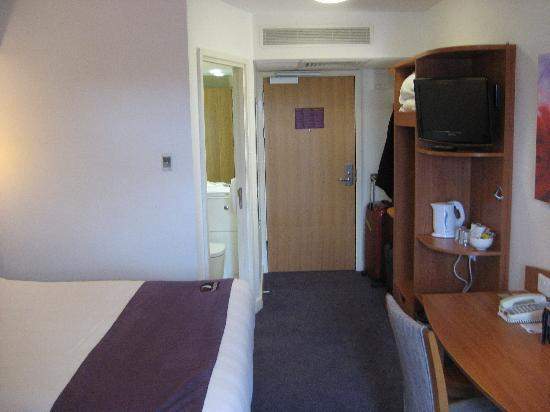 Premier Inn Preston Central Hotel: Room again