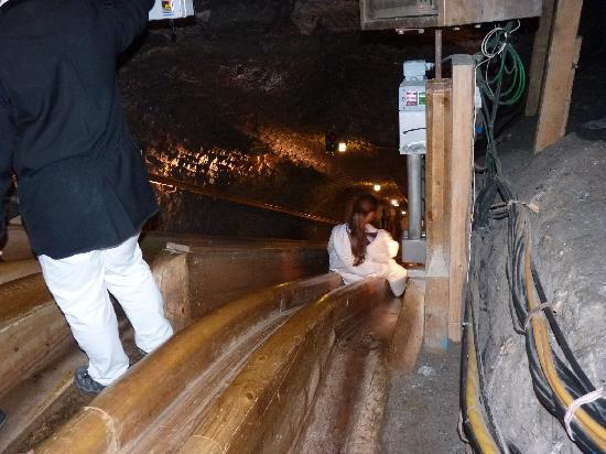 Hallein, Österreich: Wooden slide down the mine