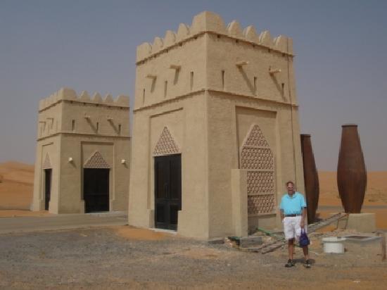 Qasr Al Sarab Desert Resort by Anantara: Entrance to the resort