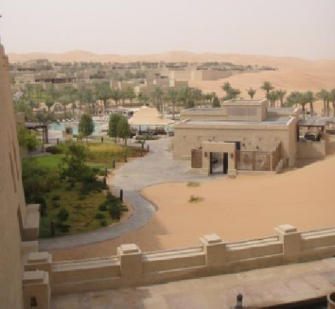Qasr Al Sarab Desert Resort by Anantara: Wide view of the resort