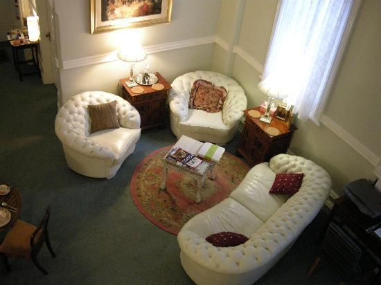 Fremantle Bed and Breakfast : Place to chat, read or make friends