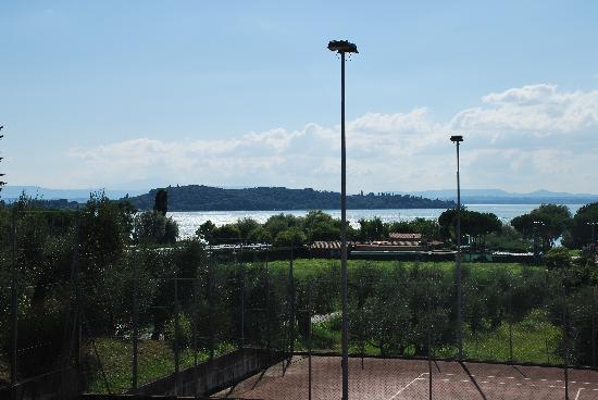 Albergo Le Tre Isole Villaggio: Il Lago Trasimeno visto dal villaggio