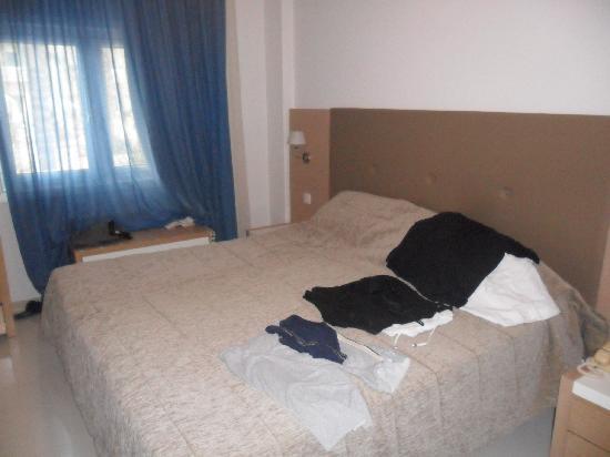 Brilliant Hotel Apartments: Huge Bed!!!