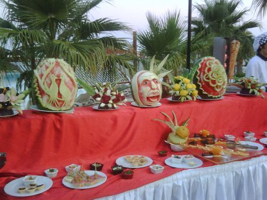 Incekum Beach Resort: frutta alla serata turca