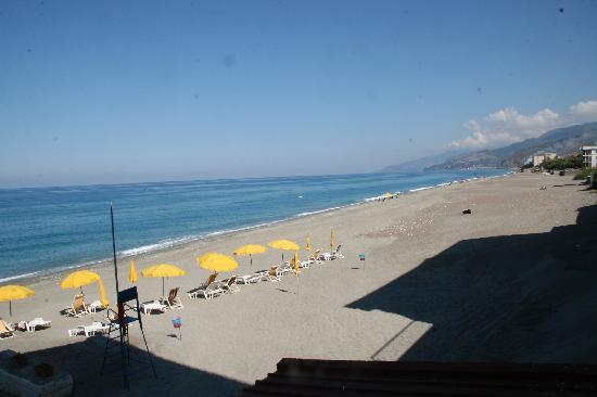 Marina di Fuscaldo, Italia: This is the view from our room.